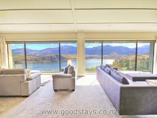 Nice House with Deck and Internet Access - Queenstown vacation rentals