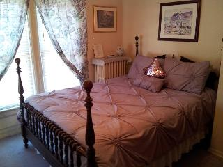 Antique Queen Bedroom Andrea's Bed and Breakfast - Niagara Falls vacation rentals