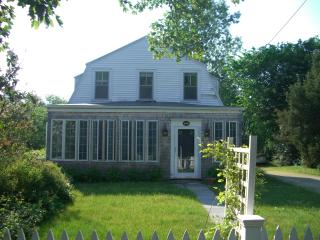 Lovely, spacious cottage--walk to Craigville beach - Centerville vacation rentals