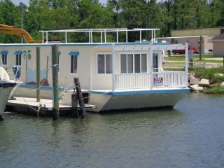 FLOATING CONDO on the ICW--FREE BREAKFAST !!!!! - Beaufort vacation rentals