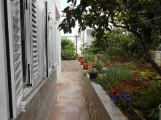 8009 A1(4+1) - Okrug Donji - Okrug Donji vacation rentals