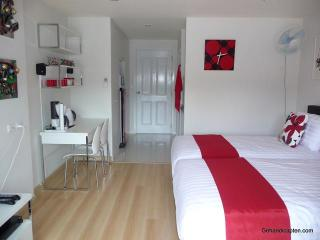 Studio in centre, comfortable, clean, maintained - Hua Hin vacation rentals