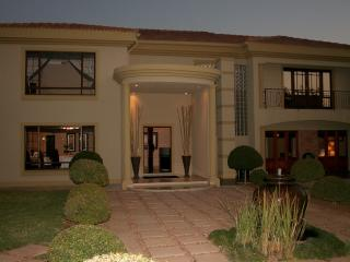 6 bedroom Bed and Breakfast with Short Breaks Allowed in Bela Bela - Bela Bela vacation rentals
