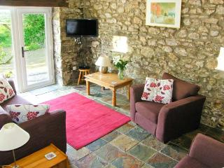 THE COACH HOUSE, pet friendly, country holiday cottage, with a garden in Wolfscastle, Ref 4350 - Haverfordwest vacation rentals