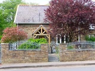 2 CADLE MILL COTTAGES, semi-detached, woodburner, off road parking, garden, in Swansea, Ref 906748 - Swansea vacation rentals