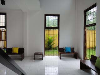 Cozy 2 bedroom House in Colombo with Alarm Clock - Colombo vacation rentals