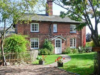 BAT ATTIC COTTAGE, pet-friendly, woodburner, grade II listed, in Stixwould near - East of England vacation rentals