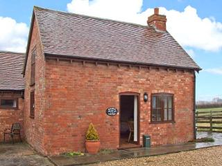 PARADISE COTTAGE, barn conversion, off road parking, garden, in Ilmington, Ref 22263 - Warwickshire vacation rentals