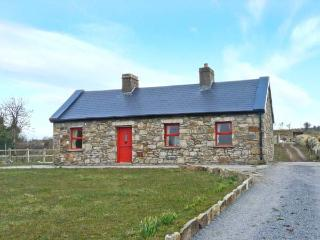 BIDNEY'S COTTAGE, single-storey, multi-fuel stove, countryside views, near Dunmore, Ref 24209 - Caherlistrane vacation rentals