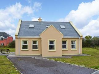 8 ATLANTIC VIEW, solid fuel stove, off road parking, communal green, in Waterville, Ref 24837 - County Kerry vacation rentals