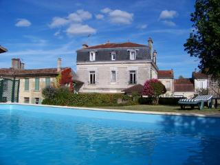 Chambres d'hôtes  en Dordogne - La Roche Chalais vacation rentals