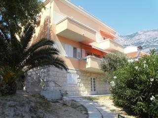 Luigi Apartment 4+2, in the heart of Makarska - Makarska vacation rentals
