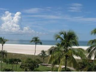 Cozy beachfront condo w/ heated pool & sweeping ocean views - Marco Island vacation rentals
