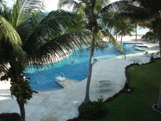 Beach Condo, 3 bd., family oriented. A real WOW! - Puerto Morelos vacation rentals