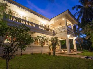 Beautiful 4 bedrooms Colonial Koh Samui - Mae Nam vacation rentals