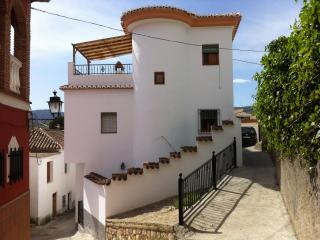 Beautiful and traditional house with wifi. Granada - Albunuelas vacation rentals