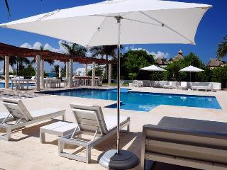 CONDO 3 BDRM, CLOSE TO THE BEACH, 7th NIGHT FREE! - Playa del Carmen vacation rentals