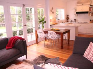 Bellevue on the Park - Wi-Fi, near CDB, Park setting, Pets - Melbourne vacation rentals