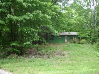 Cabin, with a pool and lake/fishing access! - Chattanooga vacation rentals
