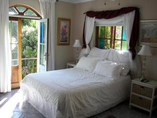 Nice Cottage with Mountain Views and Toaster - Cape Town vacation rentals