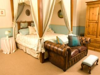Por tland House Large Holiday House Venue - Herefordshire vacation rentals