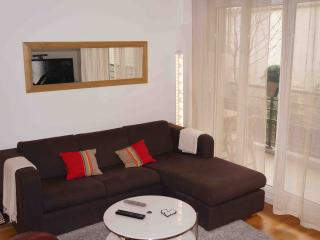 Spacious 3 Bedroom Garden Flat 2 week stay min. - Paris vacation rentals