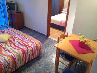 BLUE PEARL 2+2 - Hvar vacation rentals