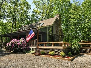 Delightful 3 Bedroom home within walking distance to your dock slip! - Oakland vacation rentals