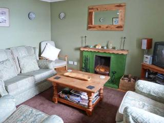SLIOCH, pet-friendly cottage with sea views, open fire, ideal for walking and wildlife, Staffin Ref 14956 - Staffin vacation rentals