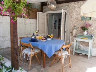 Lovely Sunny Cottage, 90 km from Dubrovnik - Poluotok Peljesac vacation rentals