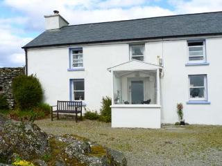 KILLEENLEIGH COTTAGE, family friendly, lawned garden, solid fuel stove in Glandore, County Cork, Ref 25700 - County Cork vacation rentals