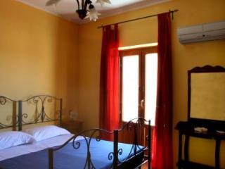Spacious 10 bedroom Bed and Breakfast in Petralia Sottana - Petralia Sottana vacation rentals