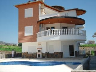 Beach/Cafe/Bar 10 min walk shop 5 min 5 bed 5 bath - Alanya vacation rentals