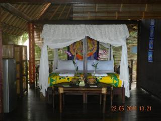Lovely 1 bedroom Bed and Breakfast in Karangasem with Deck - Karangasem vacation rentals