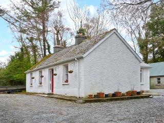 TREE GROVE COTTAGE, pet-friendly, single-storey cottage with open fires, patio, Kinlough Ref 21696 - County Londonderry vacation rentals