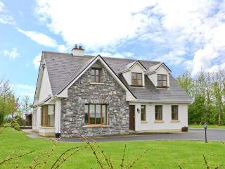 COIS CHLAIR, pets welcome, multi-fuel stove, en-suite facilities, near Ardrahan and Gort, Ref. 25884 - Athenry vacation rentals