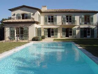 15 minute walk from Mougins, Great 5 Bedroom Modern Style House - La Roquette-sur-Siagne vacation rentals