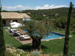 Rolling countryside views within 3500 square meters of Provencal gardens. AZR 356 - Le Plan-du-Var vacation rentals