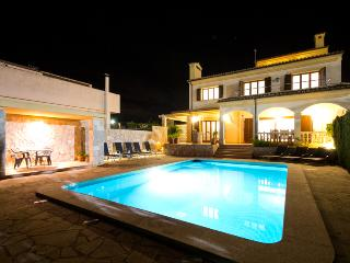 Modern and luxury villa with private pool and to 300m from Cala Millor's beach. - Majorca vacation rentals