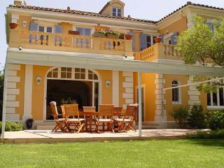 5 min walk from the center of St. Tropez. AZR 313 - Le Plan-du-Var vacation rentals