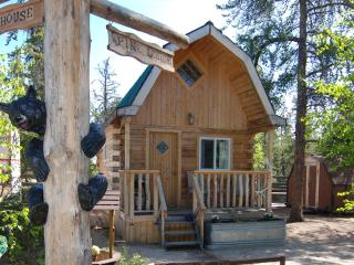 Nice Cabin with Deck and Satellite Or Cable TV - Yellowknife vacation rentals
