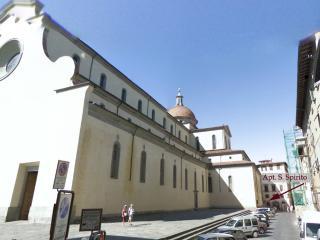 VERY behind Basilica Santo Spirito - Romola vacation rentals