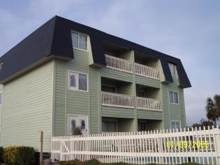 2 bedroom Apartment with Internet Access in Isle of Palms - Isle of Palms vacation rentals
