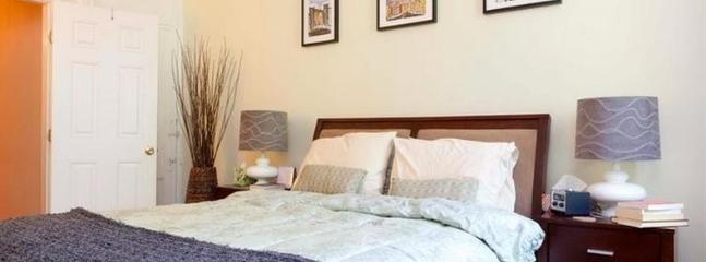 Master Bedroom with queen bed and new mattress - Sunny 1BR + Den in Carroll Gardens near F/G trains - Brooklyn - rentals