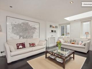 3 Bed Mews House, Little Venice, 5 mins to Paddington - London vacation rentals