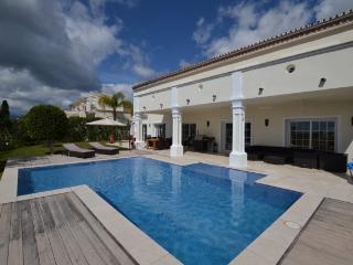 Perfect 5 bedroom Marbella Villa with Private Outdoor Pool - Marbella vacation rentals
