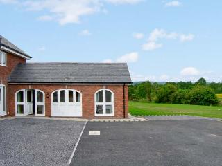 NUMBER 6, pet-friendly, pretty views, ground floor accommodation, near Bodfari, Ref. 25507 - Bodfari vacation rentals