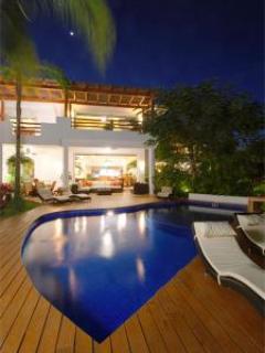 Beachfront Jazmin - Vallarta Gardens Resort & Spa- intimate pool & amenities - Image 1 - Puerto Vallarta - rentals
