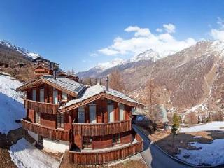 Le Grand Deux Chalet with splendid Swiss Alps view- terraces, ensuite jetted tub - Saas-Fee vacation rentals