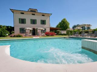 Villa Colombai: elegant with luxury pool & park - Orentano vacation rentals